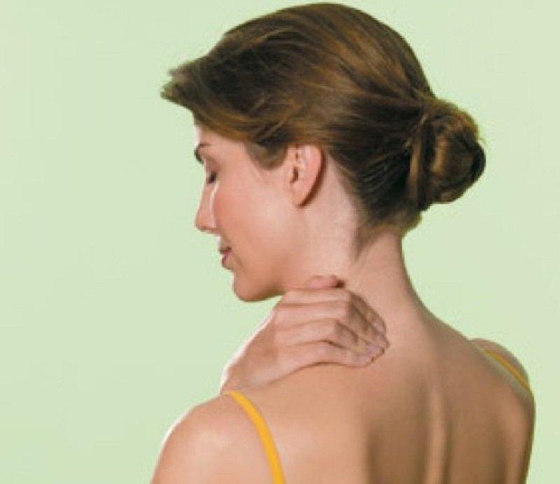 плечи женщины говорят