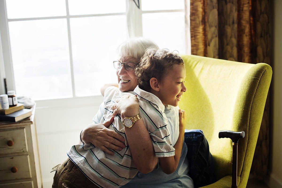 Что чувствовал десятилетний внук, впервые увидев родную бабушку и ее дом очень, бабушке, Пашка, рассказ, время, Когда, ничего, котом, счастливым, одновременно, бабушка, заплакала, забирать, обняла, наладить, Саныча, боялась, столько, появилась, просто