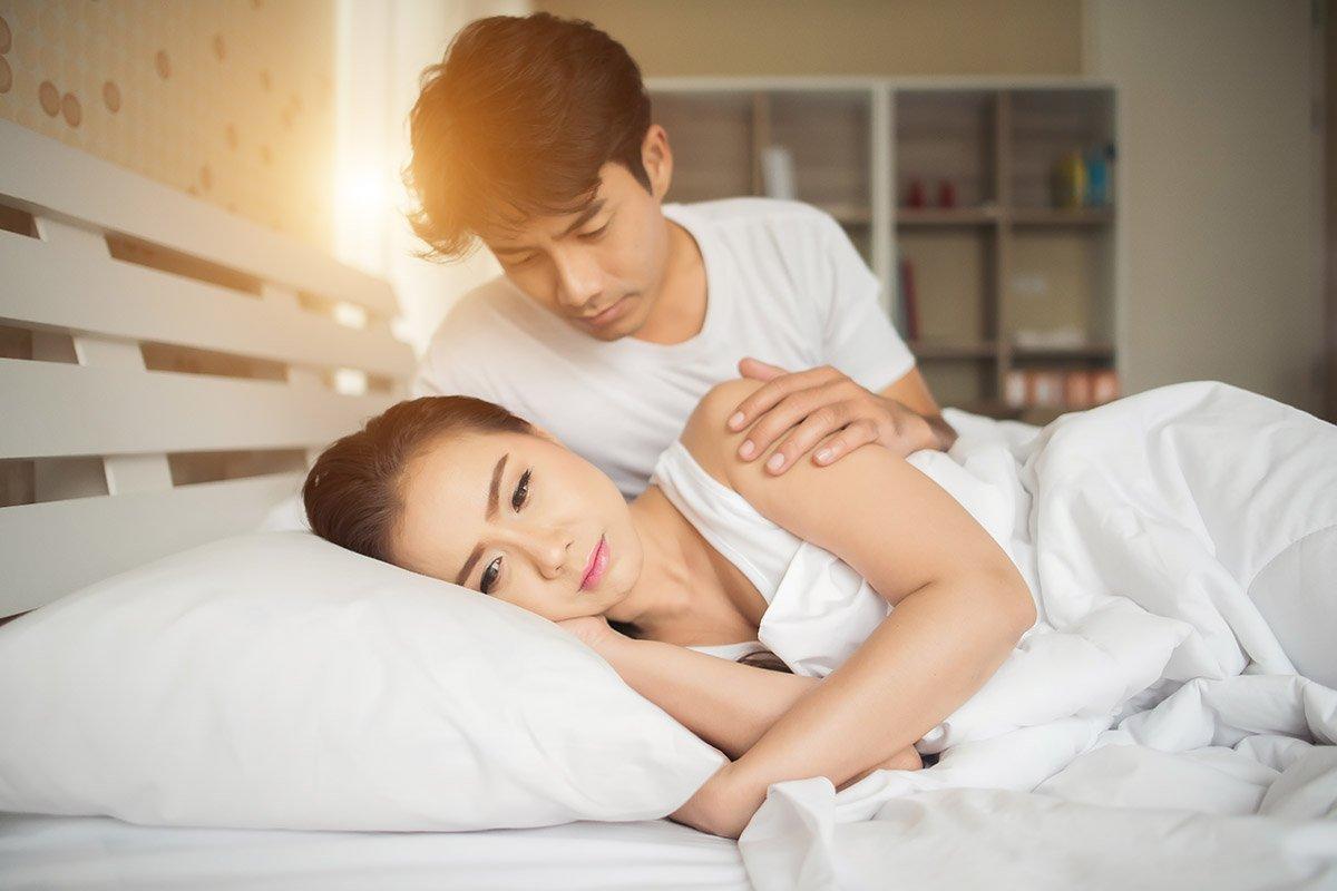 Что предпринять супругу, если жена постоянно отворачивается, заматываясь в одеяло Советы,Брак,Жена,Любовь,Муж,Отношения,Помощь,Проблемы,Психолог,Семья,Супруги