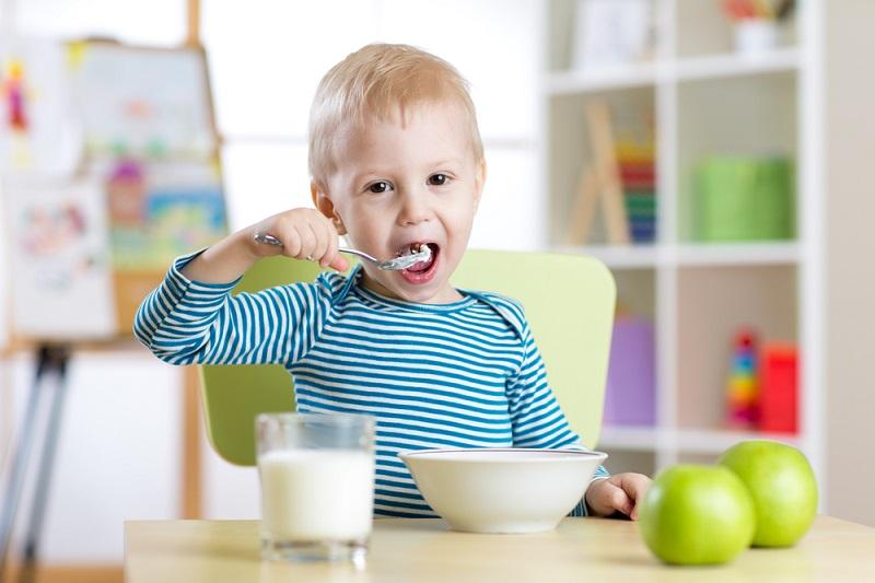 ребенок подавился печеньем