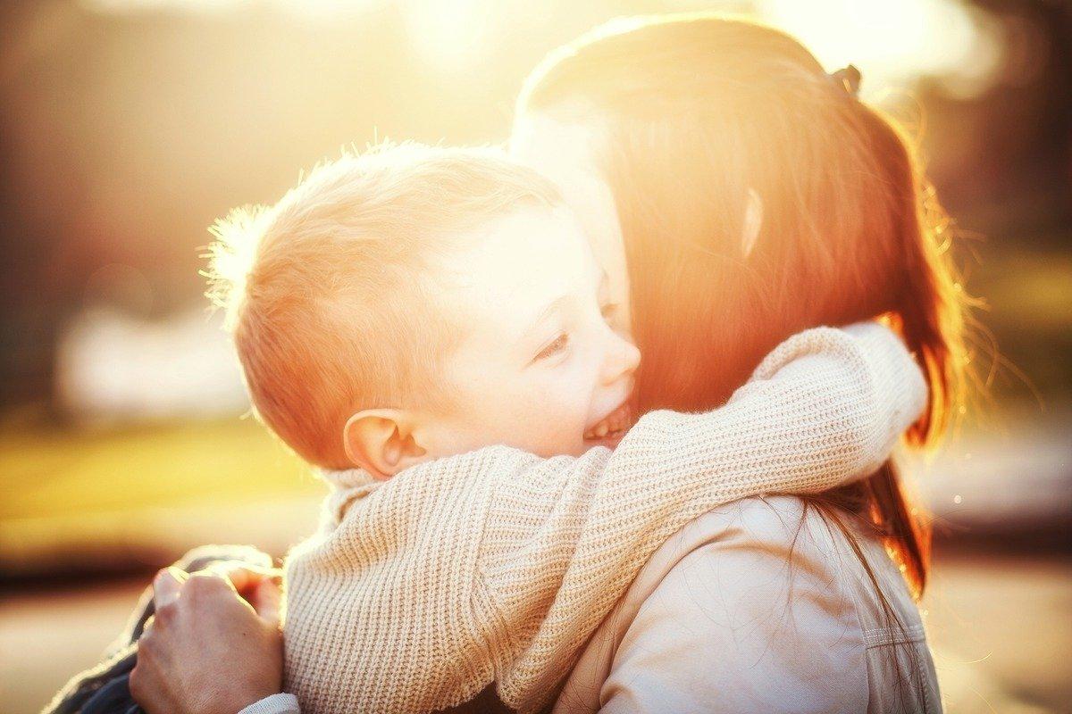 Пока их подруги нянчат внуков, отважные звезды рожают детей