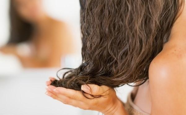 мокрый эффект волос