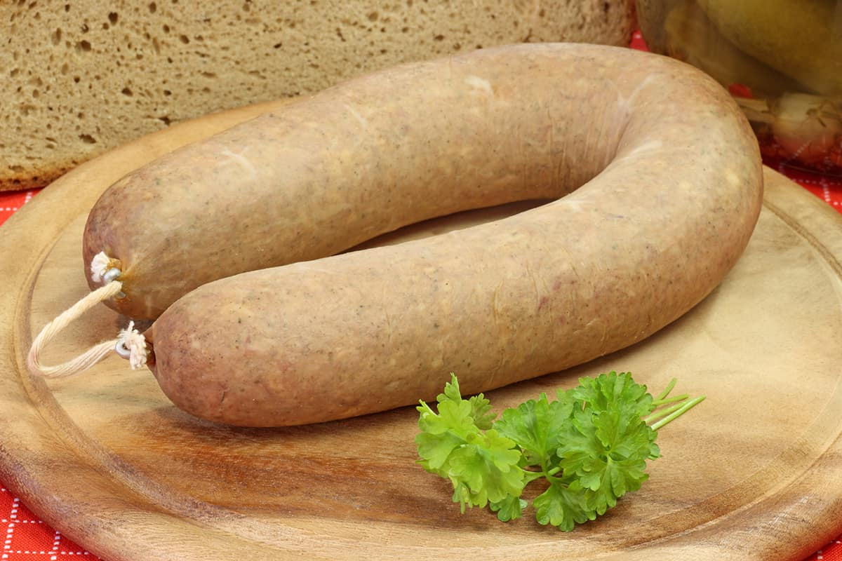 После страшилок по телевизору колбасу не покупаю, готовлю для сына домашнюю вареную