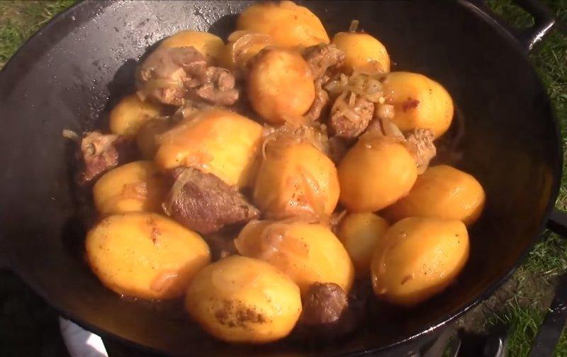 картошка по сибирски в казане