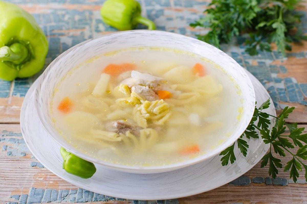 Куриный суп, который я варю сразу в двух кастрюлях, стоит неделю будто свежий