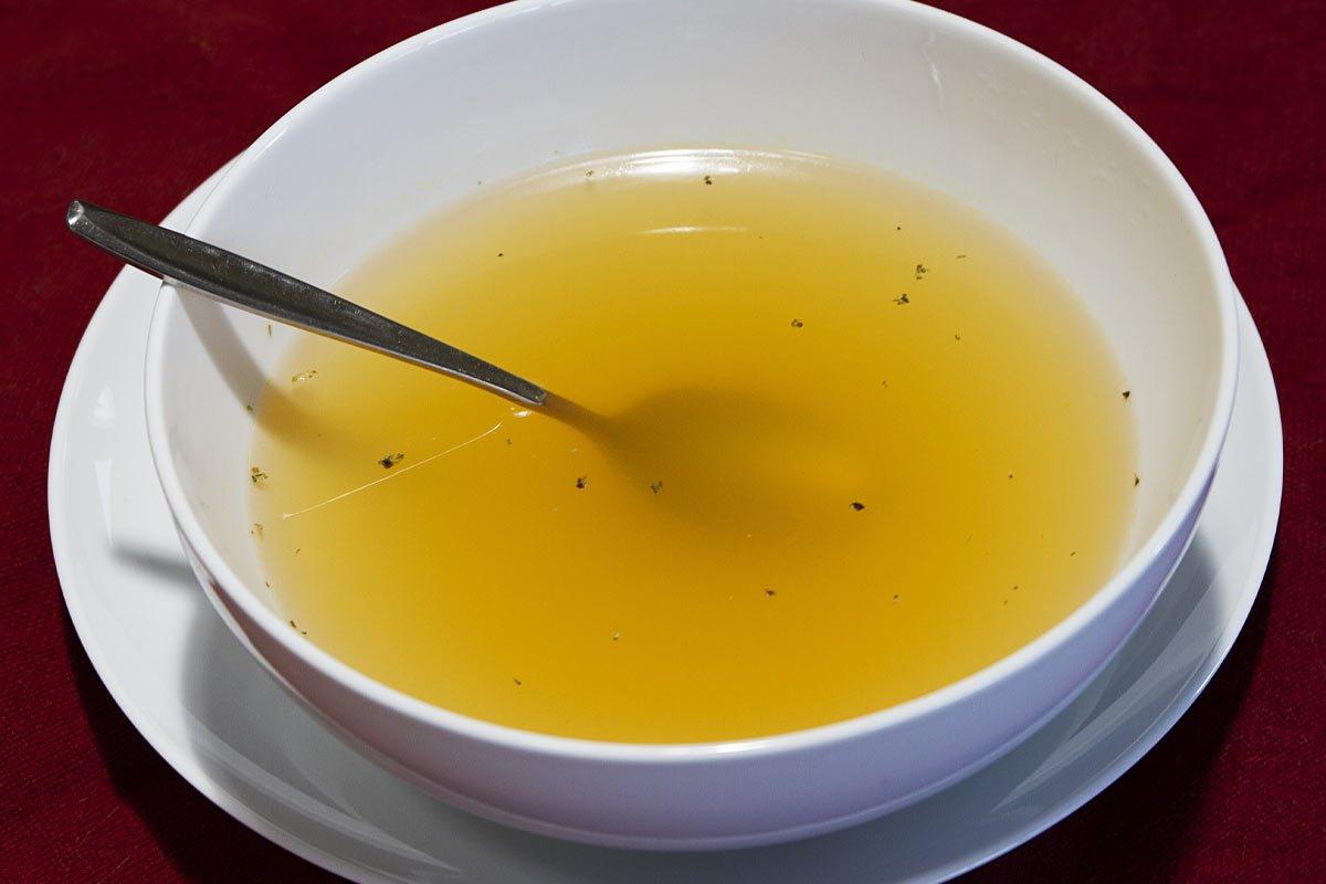 Куриный суп, который я варю сразу в двух кастрюлях, стоит неделю будто свежий минут, бульон, лапша, чтобы, нужно, хочется, морковь, очередь, добавь, лавровый, неделю, курицы, перец, главное, который, пенку, луковицу, через, куриные, куриного