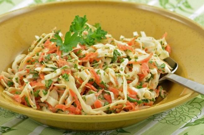 салат из капусты, моркови и яблок