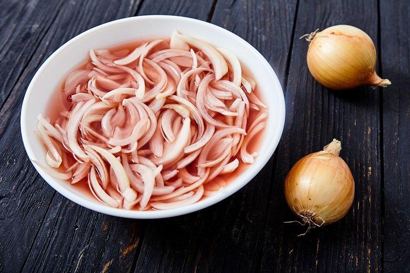 рецепты салатов с жареным луком