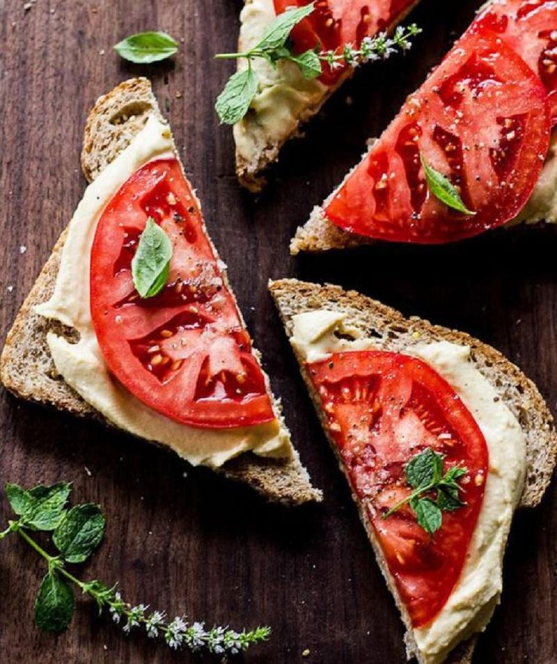 вкусные бутерброды с брынзой
