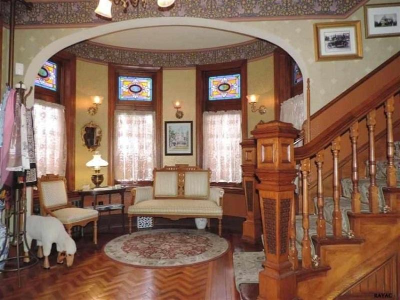 реконструкция на дървена къща