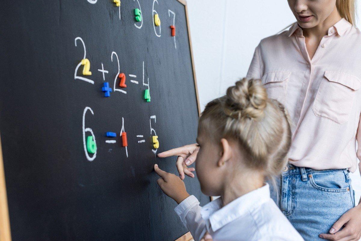 решение арифметических примеров в школе