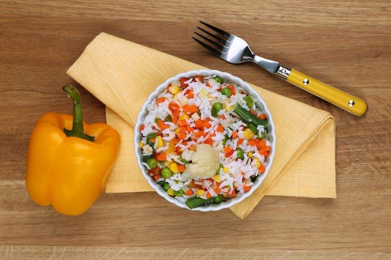 рис с томатной пастой в мультиварке