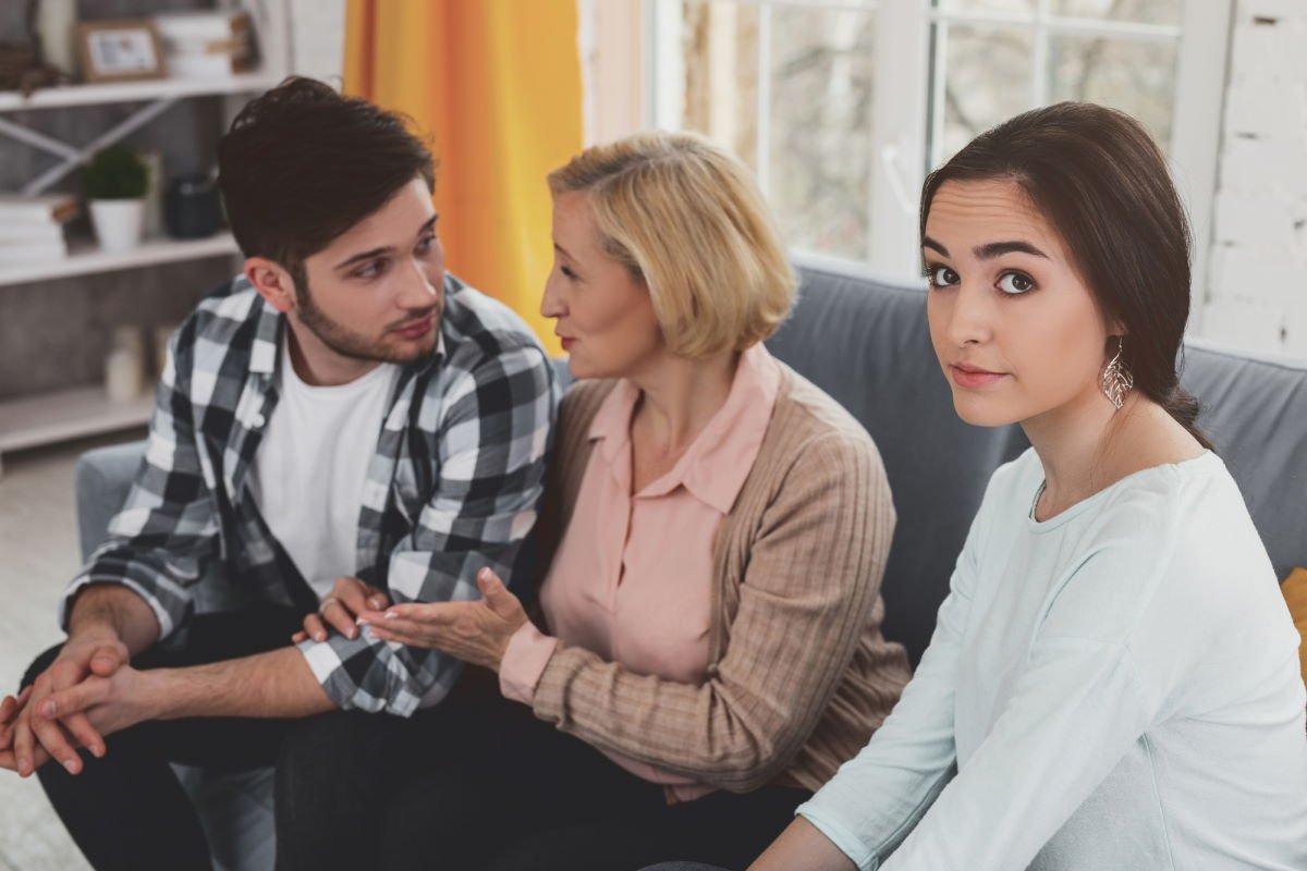 родители мужа приходят без приглашения