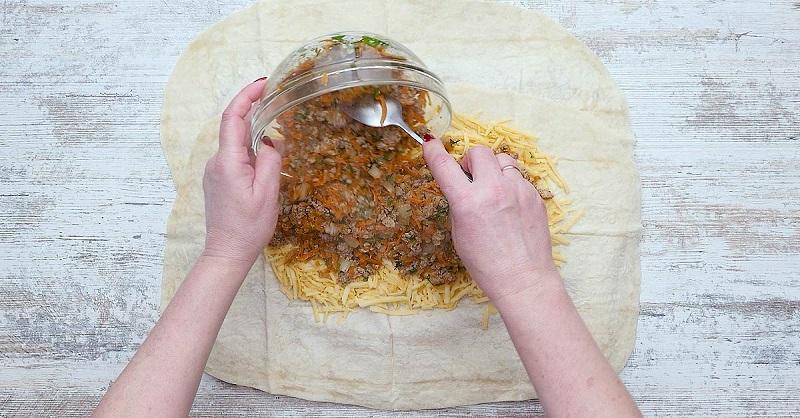 Сочный фарш в хрустящем лаваше: обязательно тушу с морковью