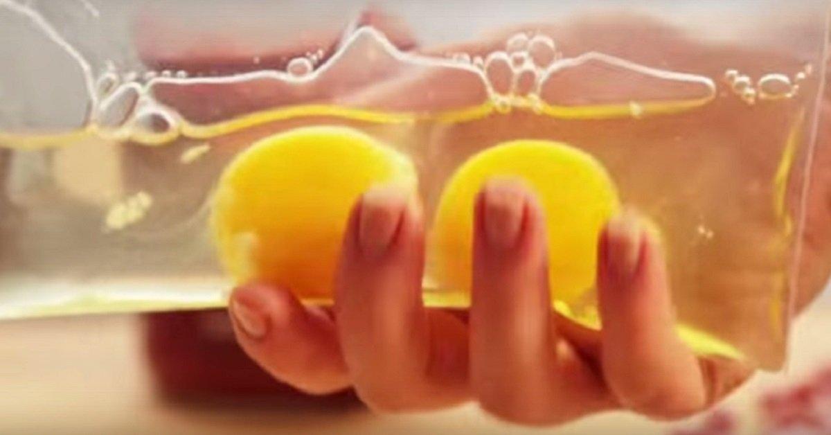 Она поместила 2 яйца в мешочек с застежкой. Итог — лучший завтрак, который я видел!