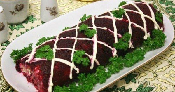 Сделай рулет из салата «Селедка под шубой». Настоящие русские суши!