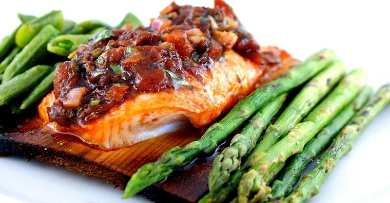 рыба запеченная на овощах