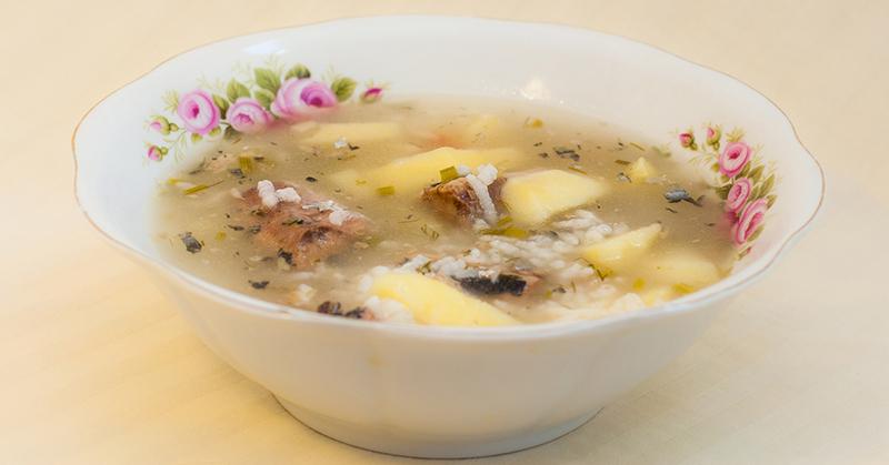 Этот суп в 90-х варила вся страна по четвергам, в столовых он так и назывался — «Суп рыбный»