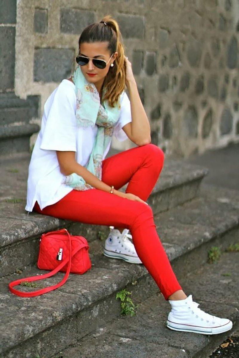 короткие цветные брюки