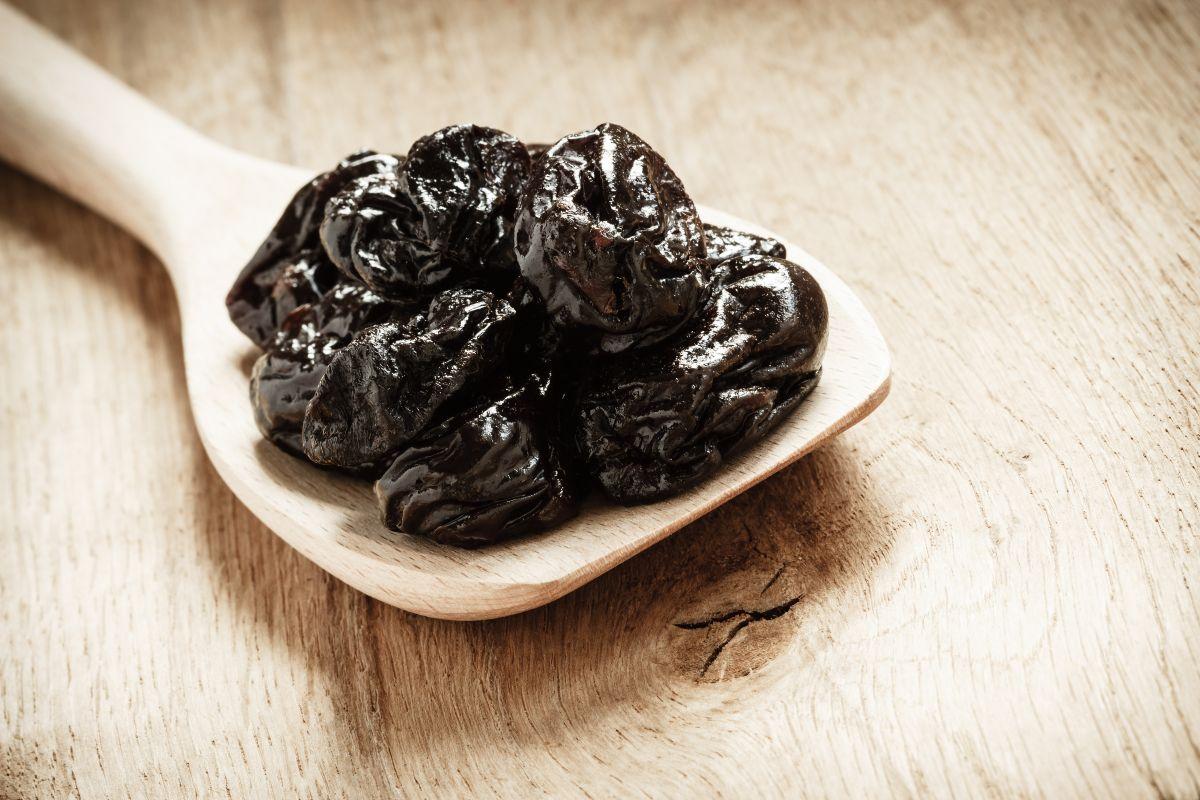 как подготовить чернослив для салата