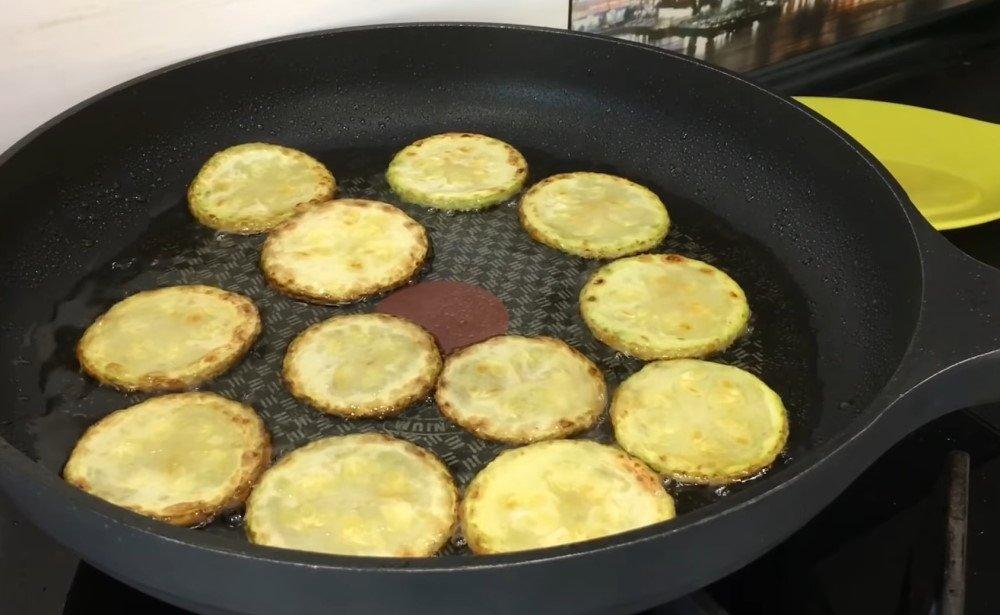 слоеный салат с кабачками