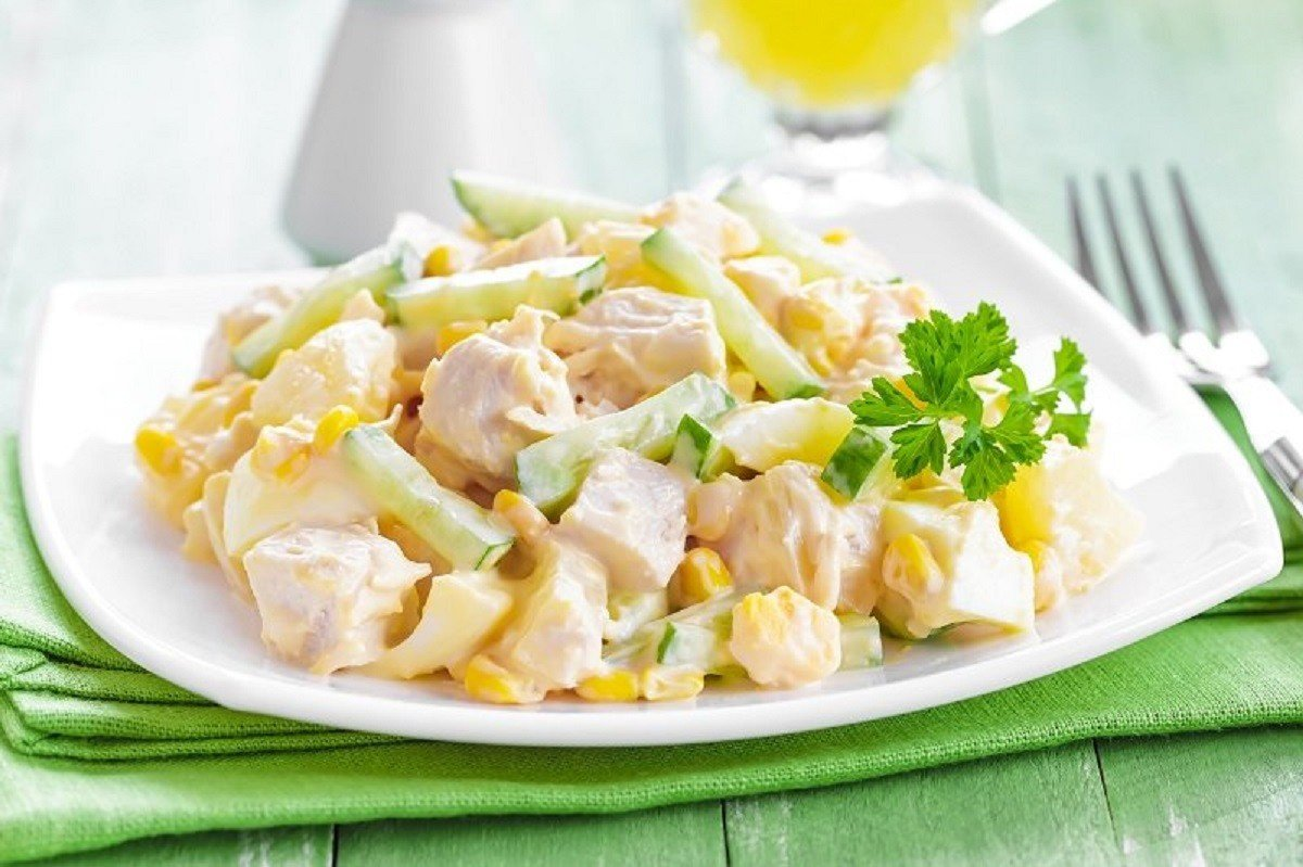 Нежный салат, который любовники поедают со звериной жадностью Вдохновение,Кулинария,Ветчина,Майонез,Огурцы,Салаты,Семья,Сыр,Чеснок