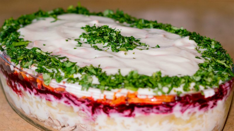 Салат с говядиной слоями