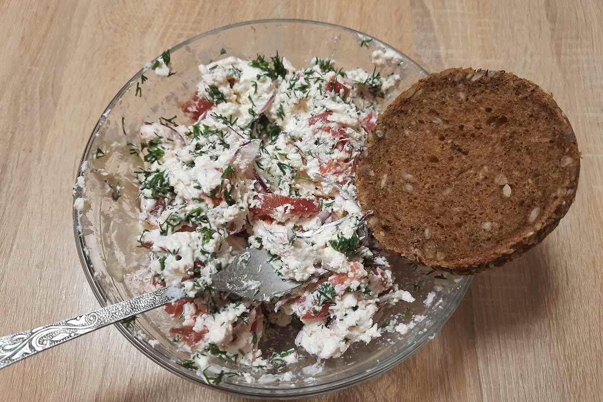 Из Крыма привезли красный ялтинский лук, готовлю свежий салат даже ночью Кулинария,Лук,Помидоры,Салаты,Творог
