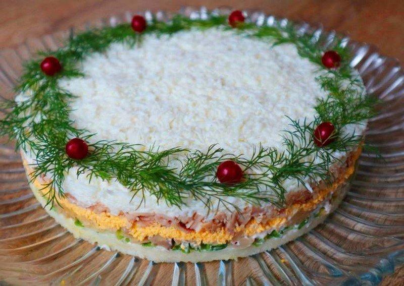 слоеный салат с курицей и сыром