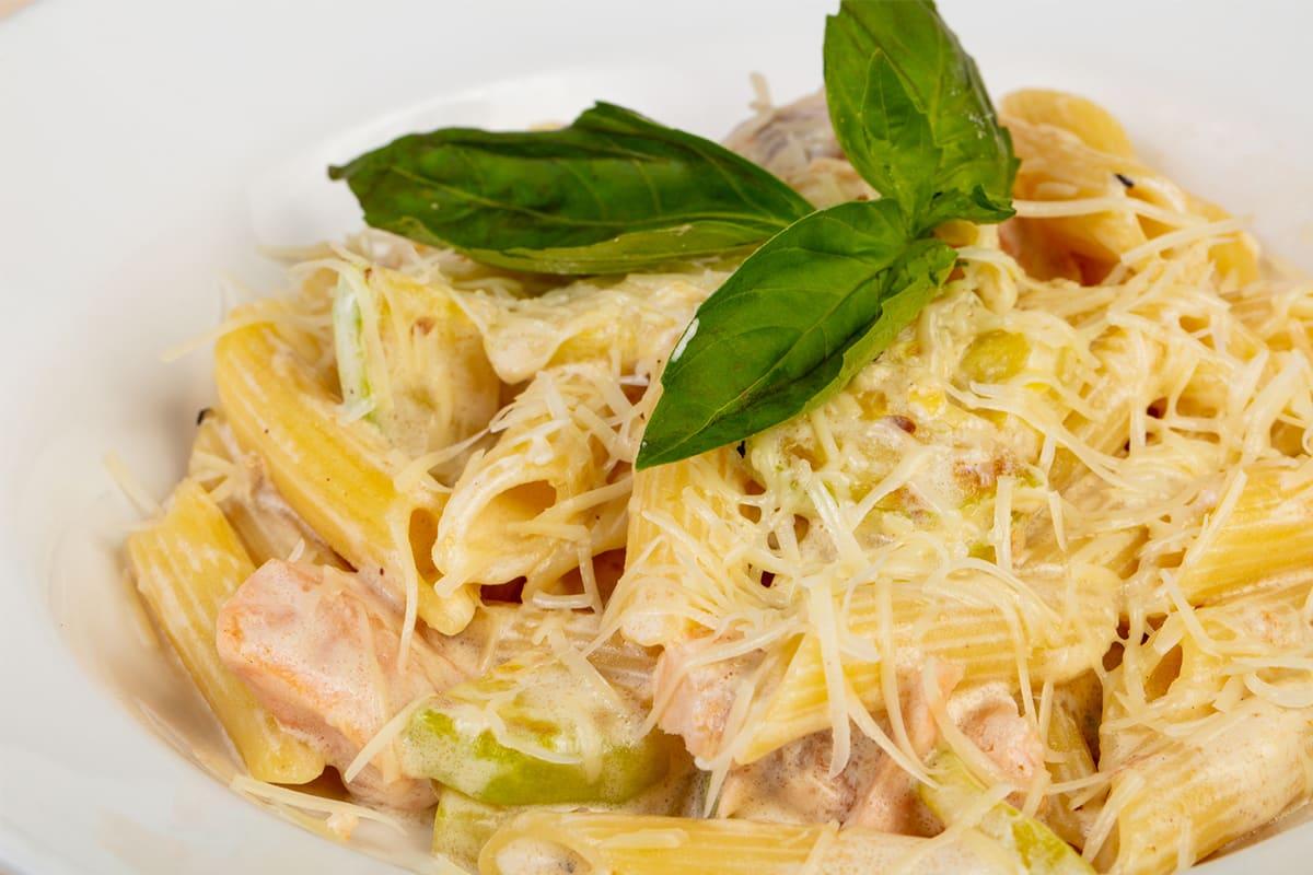 Почему стоит приготовить салат с макаронами