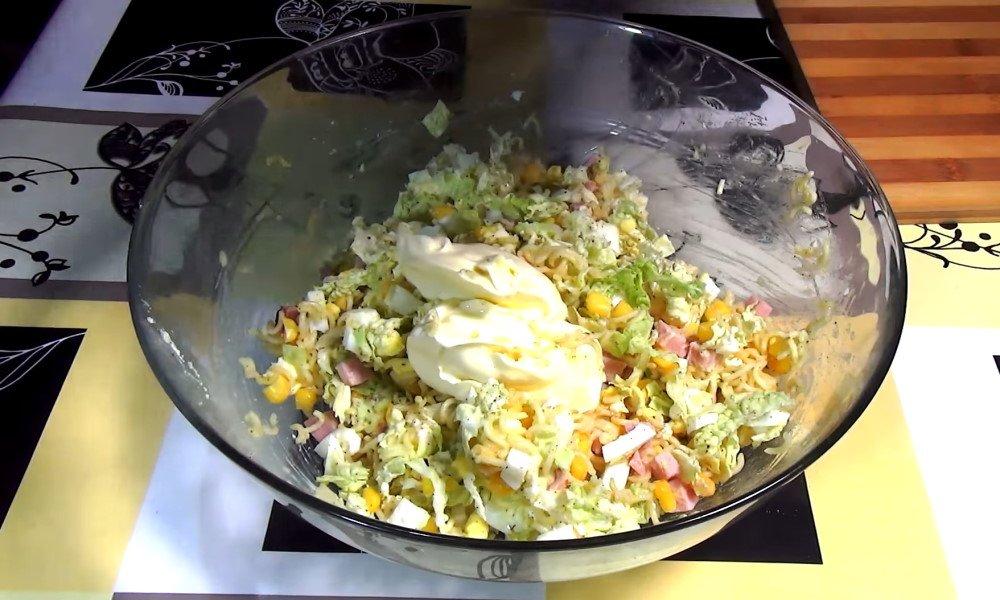 вкусный салат с мивиной