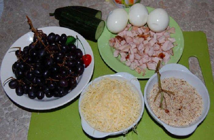салат с виноградом слоями