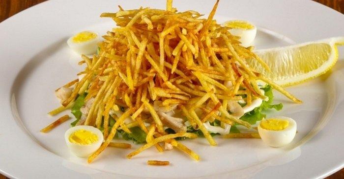 салат с жареной картошкой
