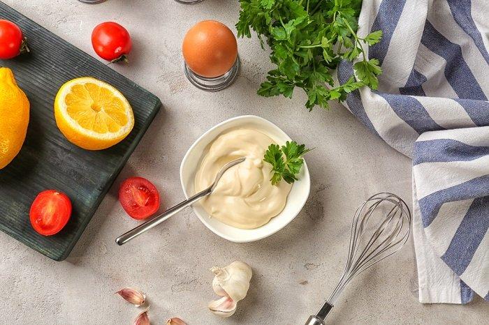 салат с жареной картошкой слоями