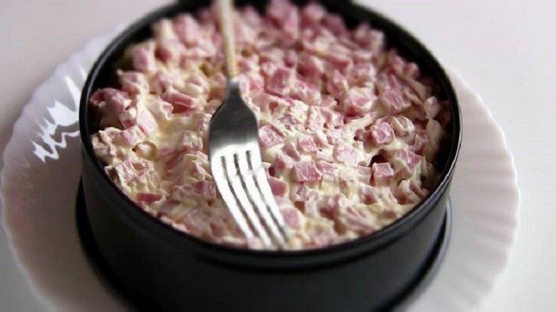 новогодний салат с крабовыми палочками