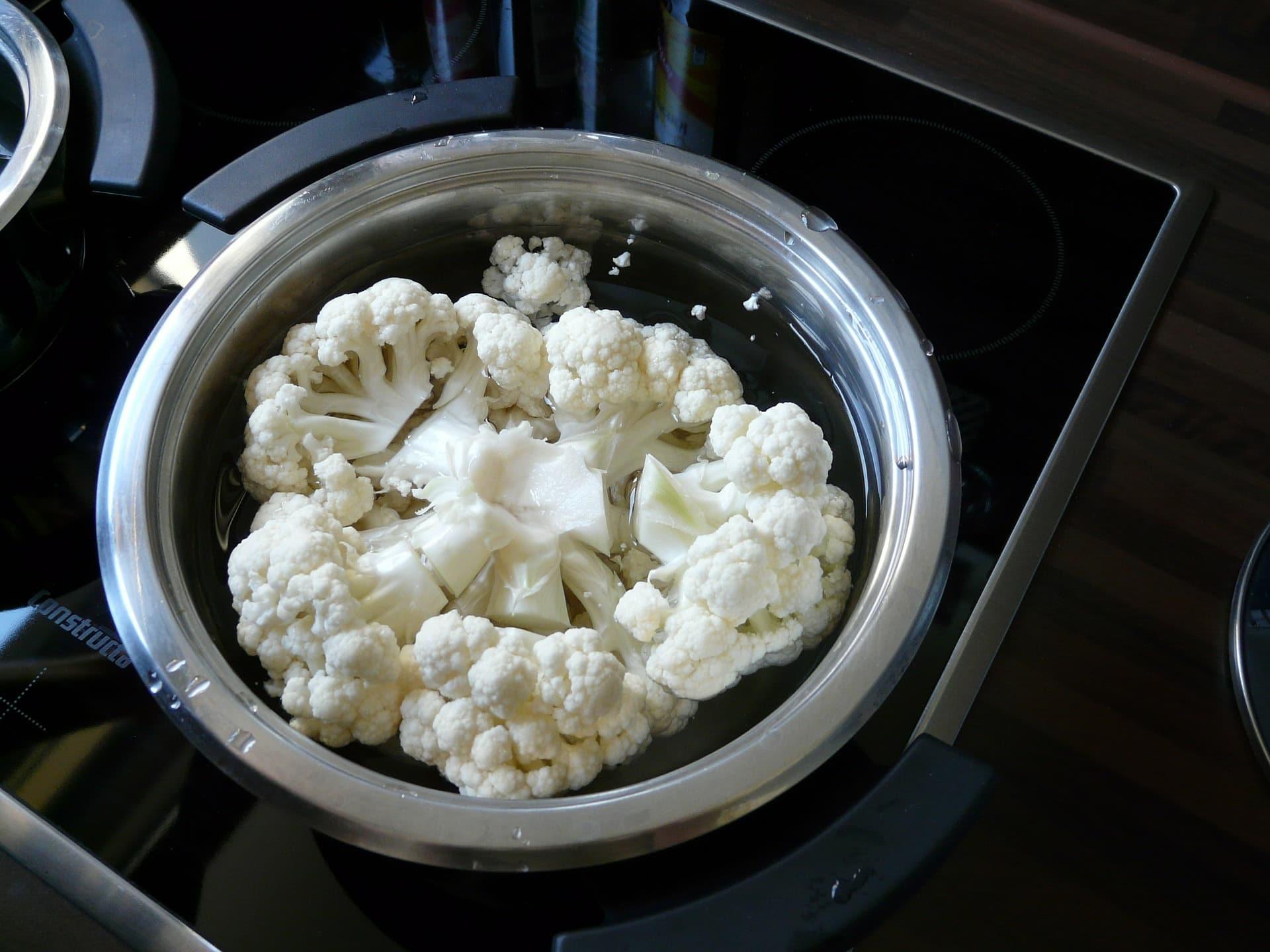 По запаху поняла, что соседка готовит цветную капусту на ужин, пришла дать ей парочку советов Советы,Брокколи,Готовка,Еда,Здоровье,Капуста,Кухня,Питание