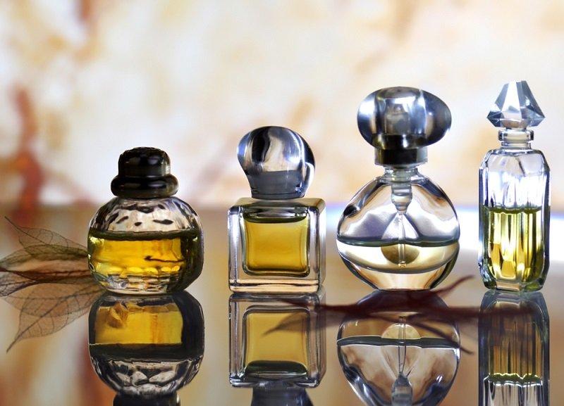 Можно ли дарить женщинам духи? Какая парфюмерия будет лучшим подарком?