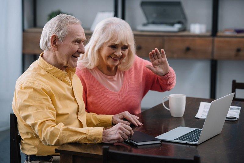 старые родители и взрослые дети