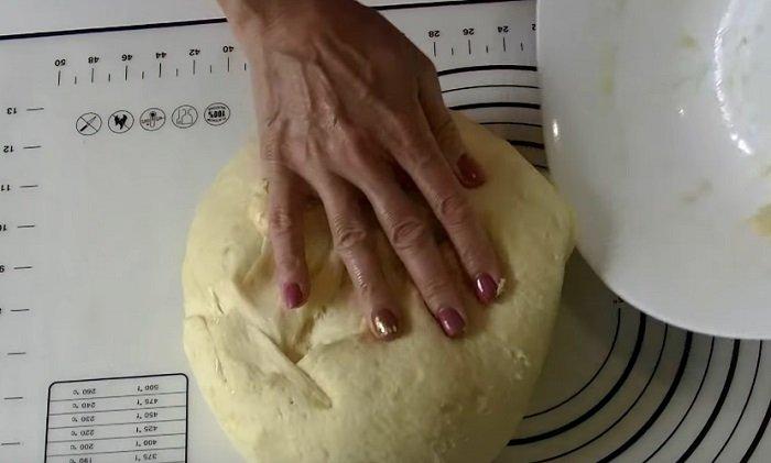 Инструкция по приготовлению сдобного каравайного теста тесто, маслом, теста, растительным, теплое, место, булочки, смажь, накрой, пленкой, выходит, сахар, поверхность, Тесто, нужно, время, рабочую, перемешай, убери, чтобы