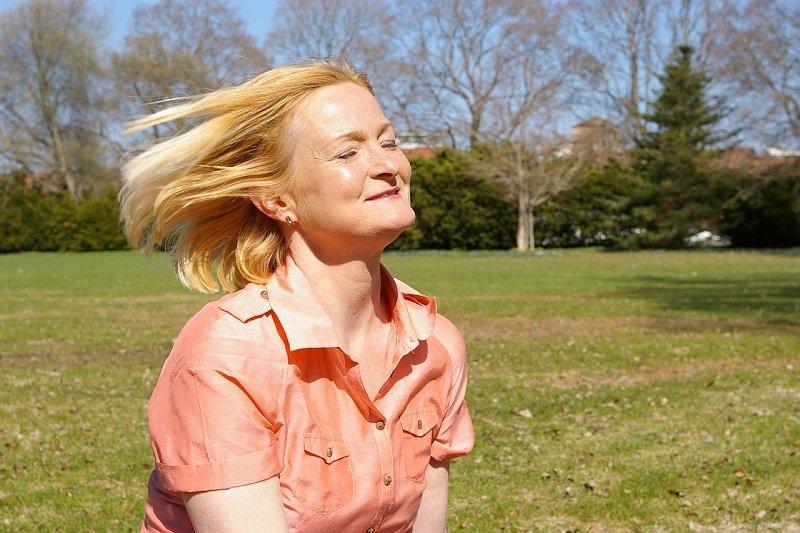 Седая прядь волос и почему она не в силах разрушить твою жизнь Вдохновение,Советы,Волосы,Женщины,Прически,Психология,Саморазвитие,Седина