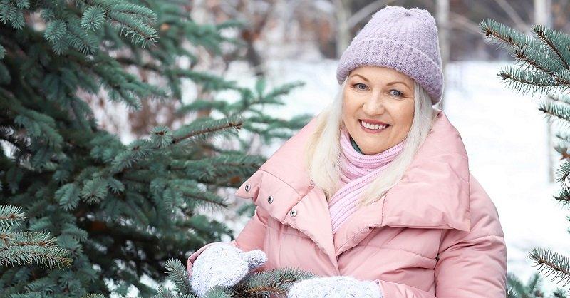 Шапка, которая необходима женщине за 50: тепло, красиво и не выглядишь как тетка
