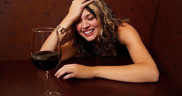 Она 6 лет не употребляла алкоголь… Исповедь человека, который бросил это гиблое дело.