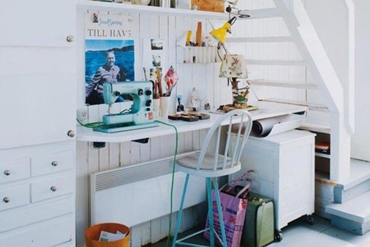Шкаф под лестницей или как обустроить уютный уголок