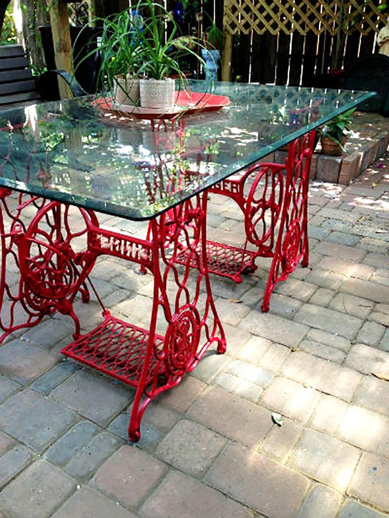 садовая мебель из швейных машинок