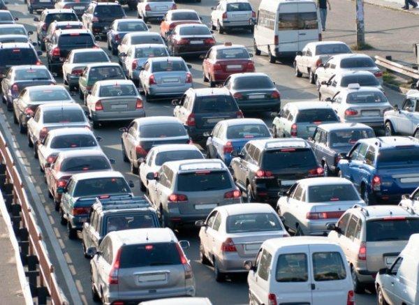 движение автомобилей на трассе