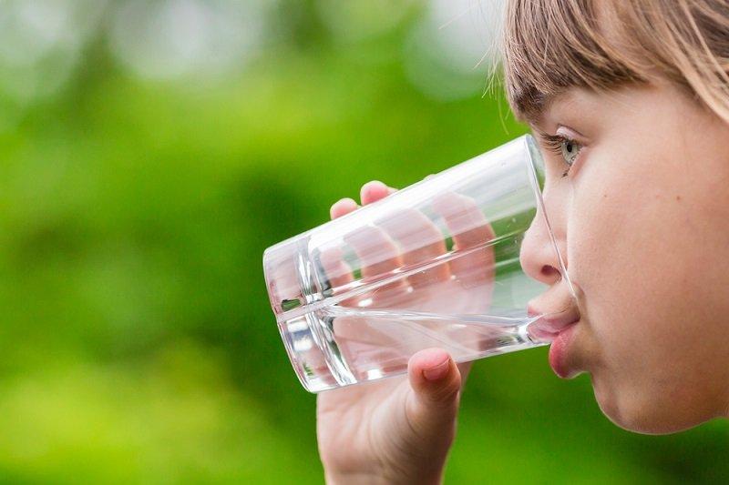 сколько нужно пить воды и почему