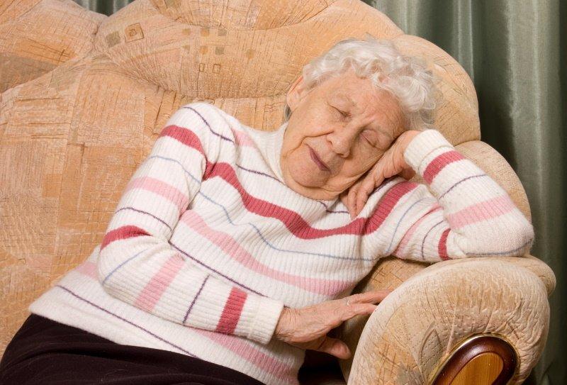 сколько нужно спать днем взрослому