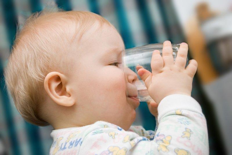 сколько нужно пить воды детям