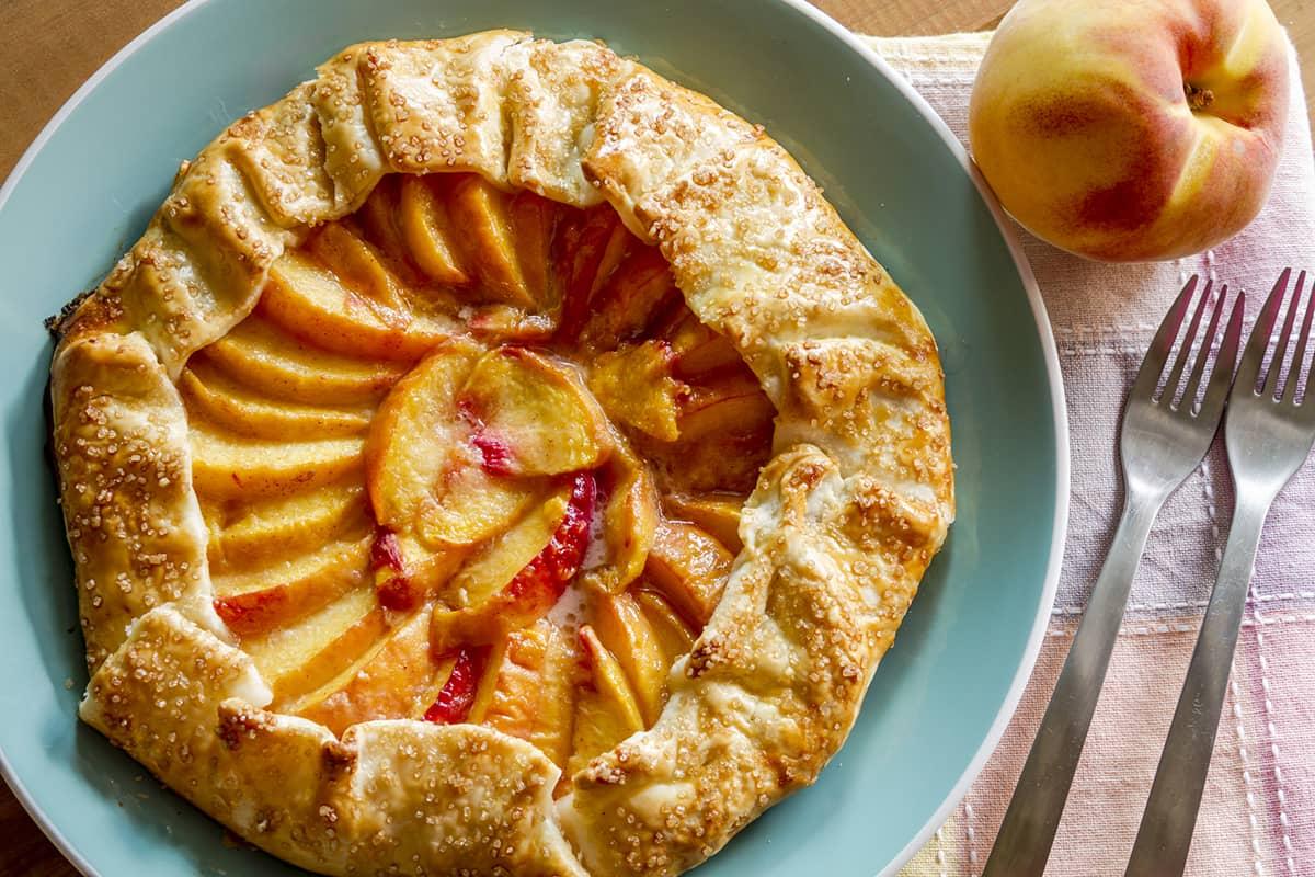Как выбрать сладкие персики: дельный совет от опытной продавшицы