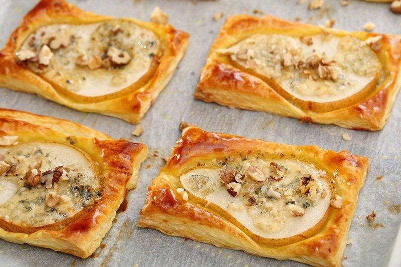 слойки в духовке с сыром